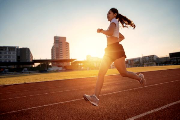 los beneficios de entrenar en ayunas y salir a correr