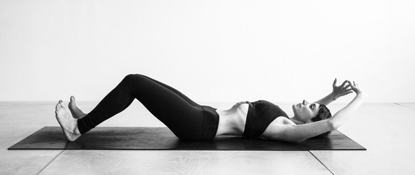 posición inicial de abdominales hipopresivos