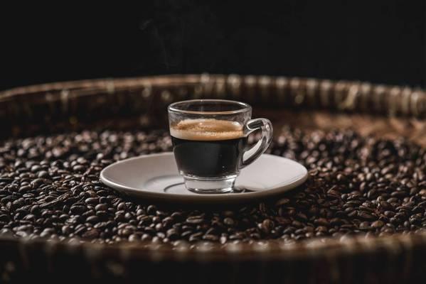 cafeina cuanto cafe debes tomar al día