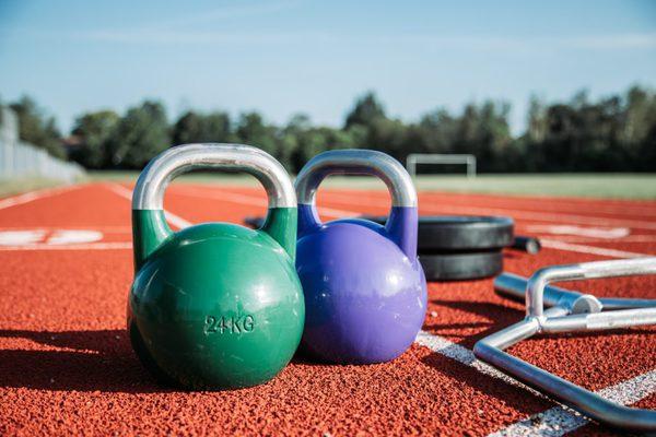 kettlebell el mejor accesorio para los ejercicios con peso