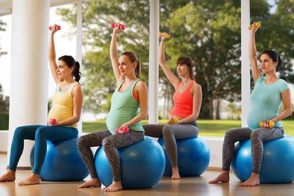 ejercicios para embarazadas con fitball o pelota de entrenamiento